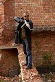 Een mens met een kanon Stock Foto's