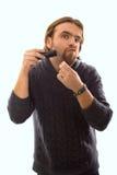 Een mens met een snoeischaar Stock Foto's