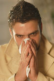 Een mens met een zakdoek Stock Foto