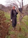 Een mens op een landbouwbedrijf Stock Fotografie