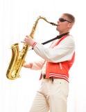 Een mens speelt de saxofoon Royalty-vrije Stock Foto
