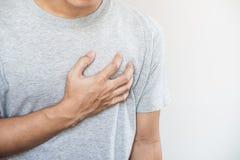 Een mens wat betreft zijn hart Hartaanval, hartverlamming, anderen hartkwaal royalty-vrije stock foto's