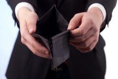Een mens met een lege portefeuille Stock Foto