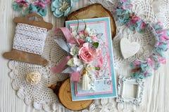 Een met de hand gemaakte kaart met een dreamcatcher, bloemen en veren Royalty-vrije Stock Fotografie