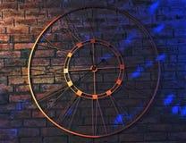 Een metaal uitstekende klok op een muur van het baksteenpatroon royalty-vrije stock foto