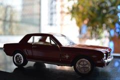 Een miniatuurauto uit voorzijde royalty-vrije stock foto's