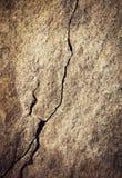 Een minimalistische barst op de rots stock afbeelding