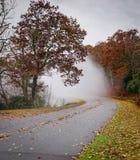 Een mistig avontuur langs Blauw Ridge Parkway in Noord-Carolina royalty-vrije stock foto's