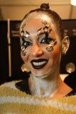 Een model die klaar coulisse krijgen bij de modeshow van FTL Moda tijdens MBFW-Daling 2015 Royalty-vrije Stock Afbeeldingen