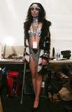 Een model die klaar coulisse krijgen bij de modeshow van FTL Moda tijdens MBFW-Daling 2015 Stock Fotografie