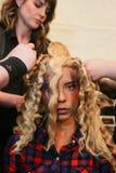 Een model die klaar coulisse krijgen bij de modeshow van FTL Moda tijdens MBFW-Daling 2015 Royalty-vrije Stock Fotografie
