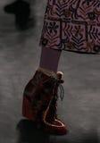 Een model loopt de baan bij de Anna Sui-modeshow tijdens MBFW-Daling 2015 Royalty-vrije Stock Foto's