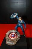 Een model van het karakter Kapitein America van de films en Com Stock Foto's