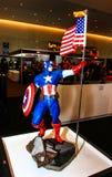 Een model van het karakter Kapitein America van de films en Com Stock Fotografie