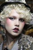 Een model wordt gezien de coulisse voor Antonio Marras tijdens Milan Fashion Week Spring /Summer 2018 toont Royalty-vrije Stock Foto