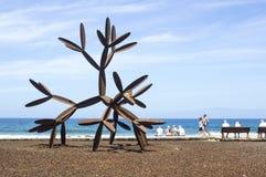 Een modern cactusbeeldhouwwerk in staal bij het strand in Playa DE Las Amerika in Tenereiffe Royalty-vrije Stock Foto's