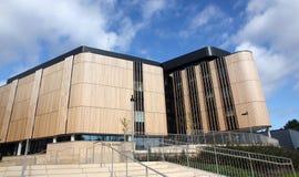 Een modern universitair gebouw Stock Afbeeldingen