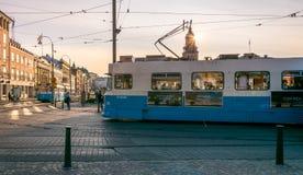 Een Moderne Blauwe Tram in centrum van Gothenburg Royalty-vrije Stock Afbeeldingen