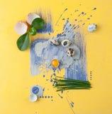 Een moderne combinatie voedsel het schieten en eigentijdse kunstkwartels Stock Foto