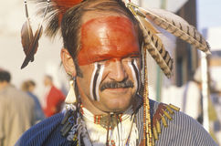 Een moderne mens kleedde zich in Inheemse Amerikaanse gezichtsverf, Hannibal, MO Royalty-vrije Stock Afbeeldingen