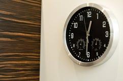 De klok van de muur   Stock Foto's