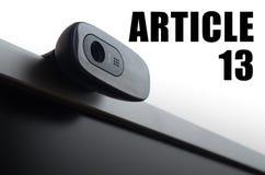 Een moderne Webcamera op monitor en artikel 13 inschrijving stock fotografie