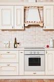 Een modieus modern keukenbinnenland Stock Afbeeldingen
