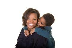 Een moeder en een zoon samen stock foto