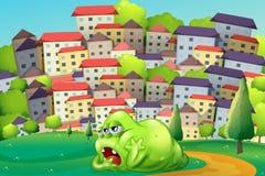 Een monster die bij de heuveltop over het dorp rusten Royalty-vrije Stock Afbeeldingen