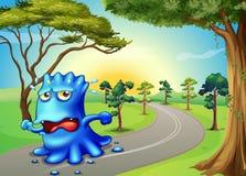 Een monster die zo snel bij de weg lopen Stock Afbeeldingen