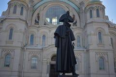 Een monument aan Russische zeebevelhebber Admiral royalty-vrije stock afbeelding