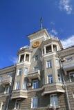 Een monument in de stijl van recente Stalinist Neoclassicism in t royalty-vrije stock foto's