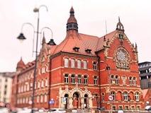 Een monumentaal gebouw met een van breuksteen stock fotografie