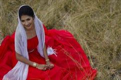 Een mooi en gelukkig meisje royalty-vrije stock foto