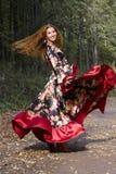 Een mooi ginger-haired meisje in zigeunerkostuum royalty-vrije stock afbeeldingen