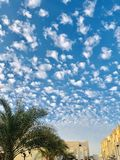 een mooi hemelpatroon alined prachtig patronen van wolk stock foto