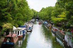 Een mooi landschap van een waterkant in Centraal Londen Stock Afbeeldingen