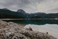Een mooi meer in de bergen Zwart Meer, Montenegro - Beeld stock foto
