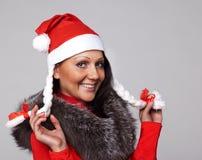 Een mooi meisje kleedde zich als Kerstman Stock Afbeeldingen