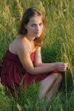 Een mooi meisje in rode kleren Royalty-vrije Stock Fotografie