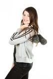 Een mooi meisje in sportwear krijgt op de heuptrainers Stock Fotografie