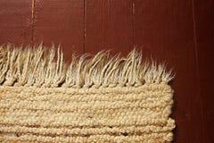 Een mooi tapijt op de vloer royalty-vrije stock fotografie