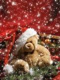 Een mooie achtergrond van Kerstmis met een Teddybeer Royalty-vrije Stock Afbeeldingen