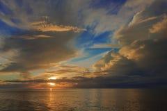 Een mooie avond in de enorme Atlantische Oceaan Royalty-vrije Stock Foto's