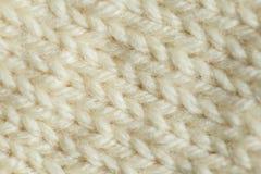 Een mooie close-up van een met de hand gebreid warm en zacht wolpatroon Zachte sokken of sjaal van natuurlijke wol royalty-vrije stock fotografie