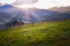 Een mooie de zomerdag in de bergen Royalty-vrije Stock Fotografie