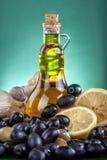 In een mooie fles, gekleed met kruiden Royalty-vrije Stock Afbeelding