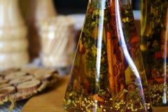 In een mooie fles, gekleed met kruiden Royalty-vrije Stock Foto