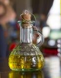 In een mooie fles, gekleed met kruiden royalty-vrije stock foto's