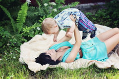 Een mooie glimlachende baby Royalty-vrije Stock Afbeeldingen